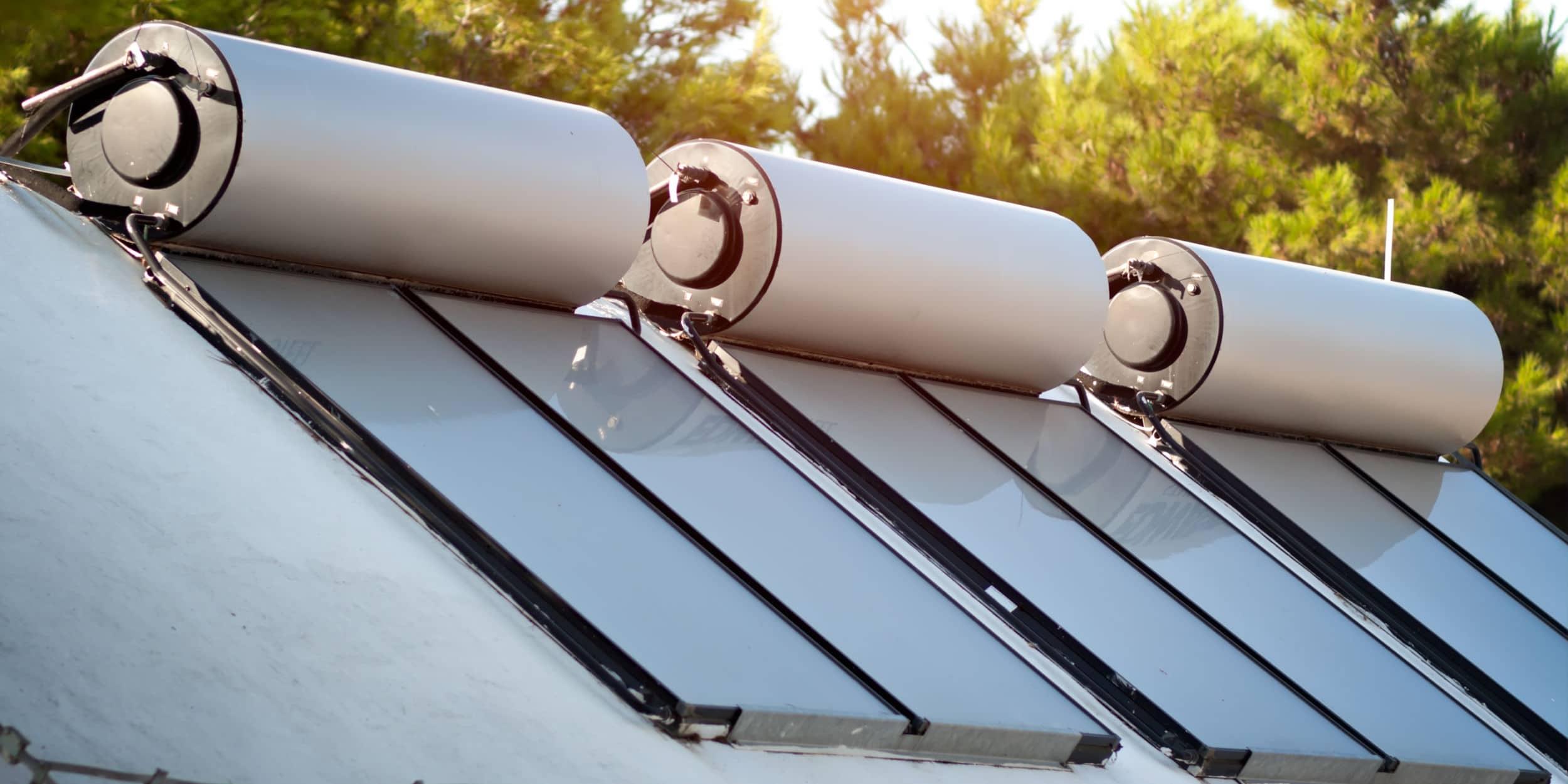 Chauffage solaire : Applications, systèmes et prix indicatifs [Guide complet]