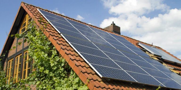 comment savoir panneaux solaires toit