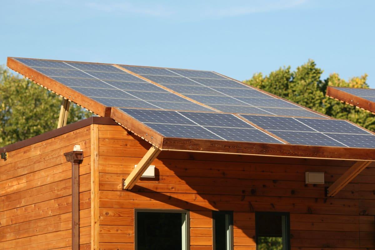 panneau solaire abri de jardin