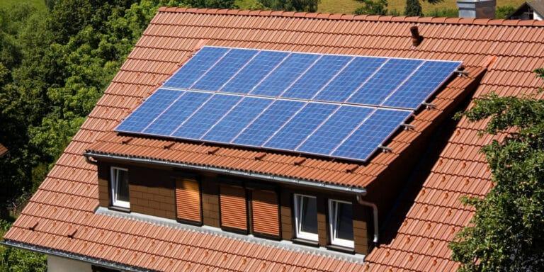 panneaux solaires lucarne
